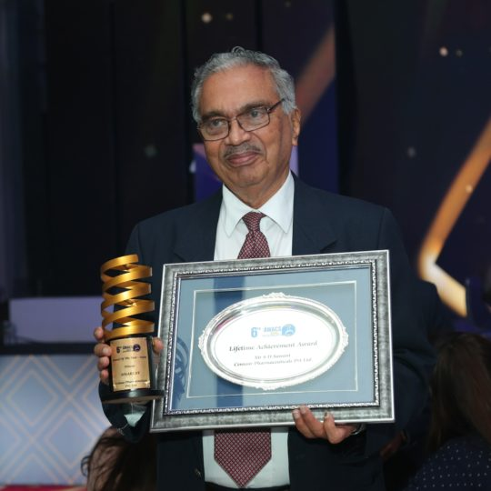 SD Sawant, MD Centaur Pharmaceuticals conferred Lifetime Achievement Award